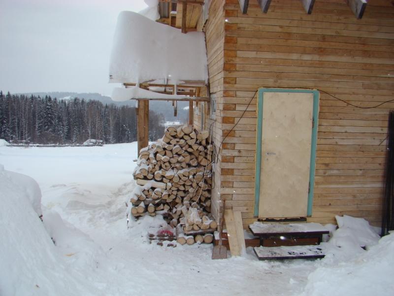 Во дворе дрова